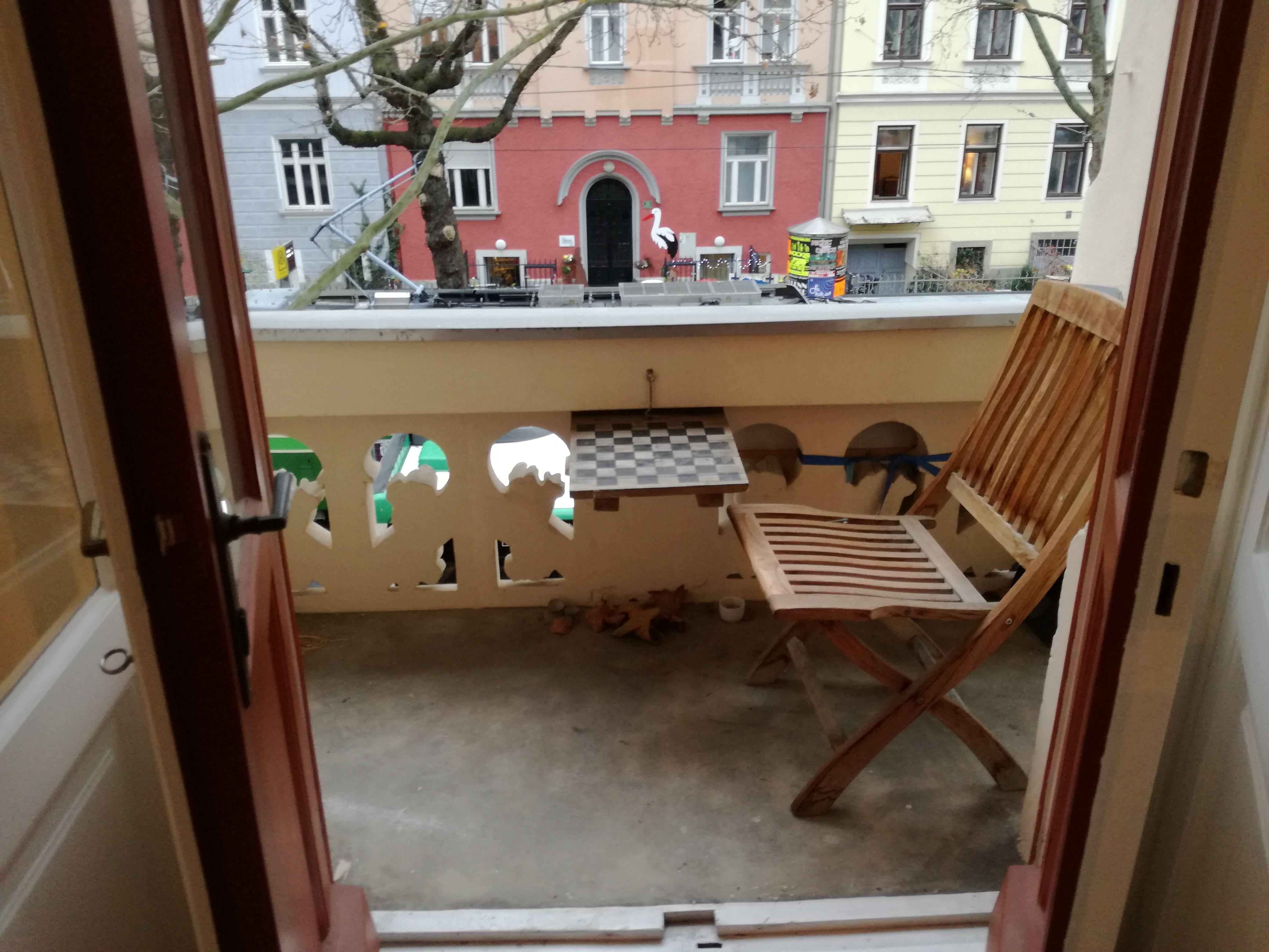 Schillerplatz. Sehr schöne 3-Zimmerwohnung mit kleinem Balkon