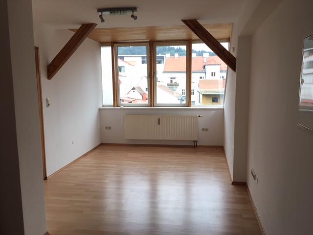 TOP - SANIERTE  DG-Wohnung im Brucker Zentrum